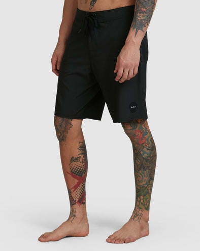 RVCA VA TRUNK - SOLID BLACK
