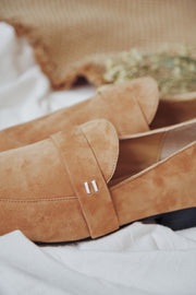 METZ Brown Suede