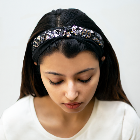 SERENA HAIRBAND IN BLACK AND SILVER SEQUINS WITH ORGANZA