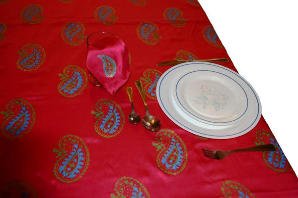 Bright Fushia Pink Table Cloth Set