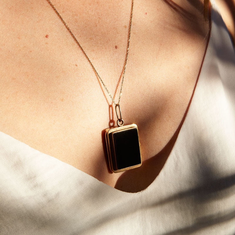 Victorian Bloodstone And Onyx Rectangular 14K Gold Locket