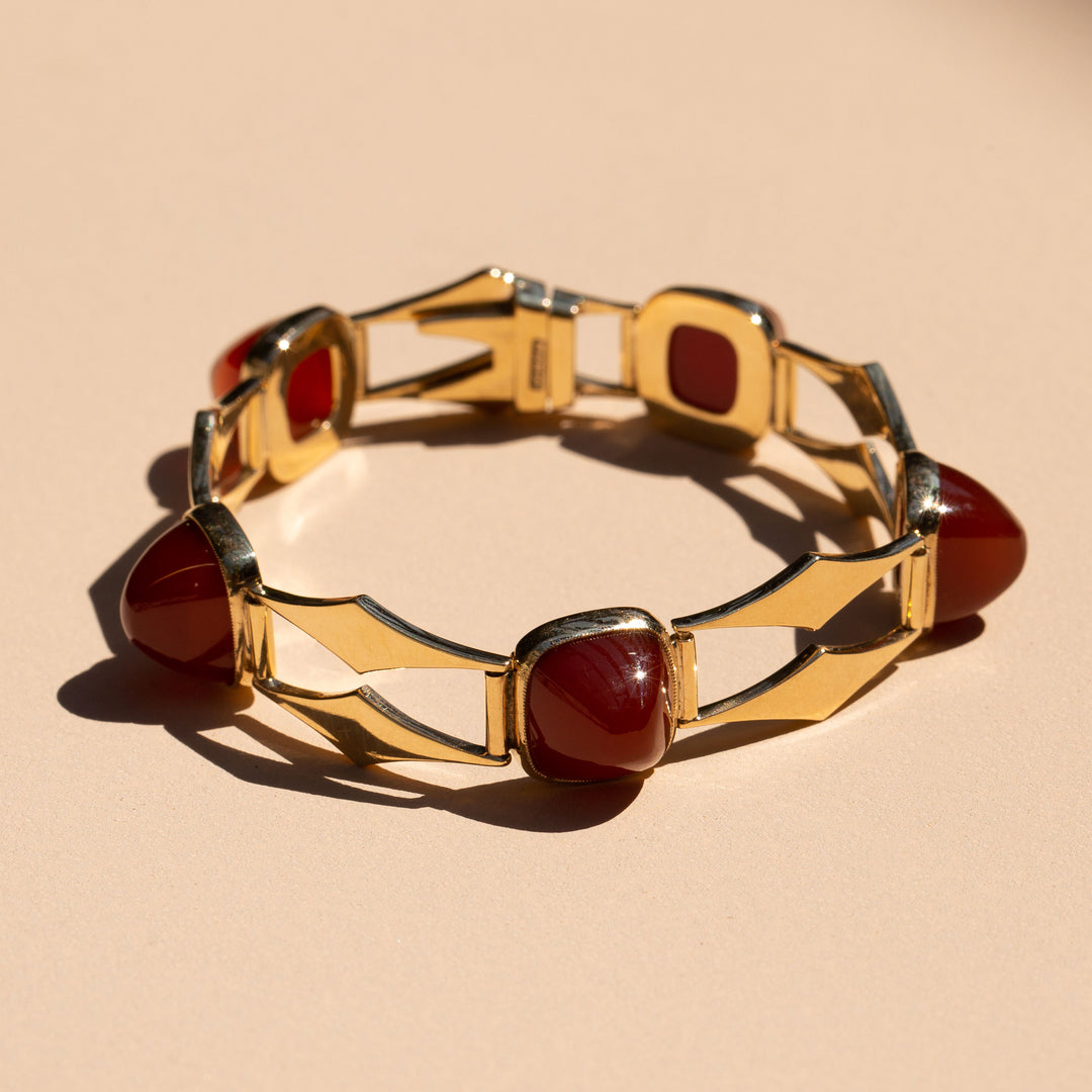Carnelian Sugarloaf and 9k Gold Link Bracelet