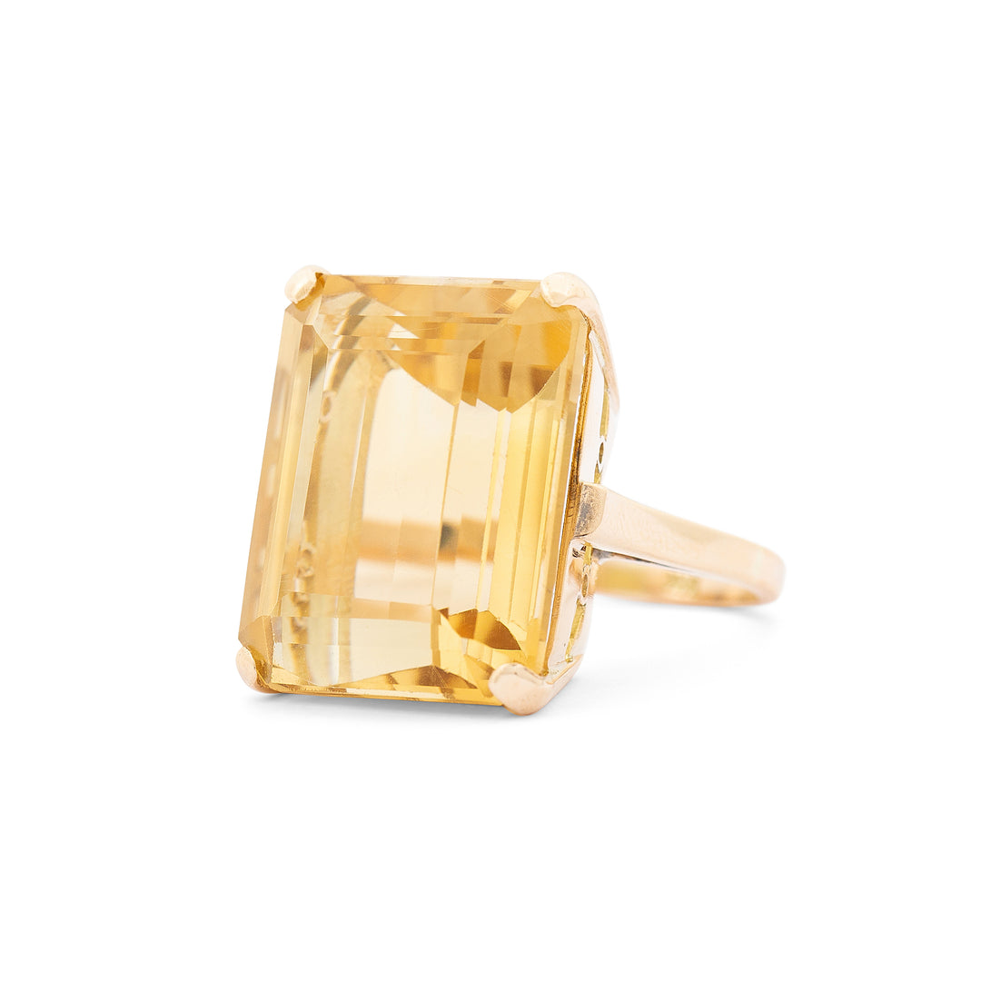 Citrine And 18k Yellow Gold Cocktail Ring