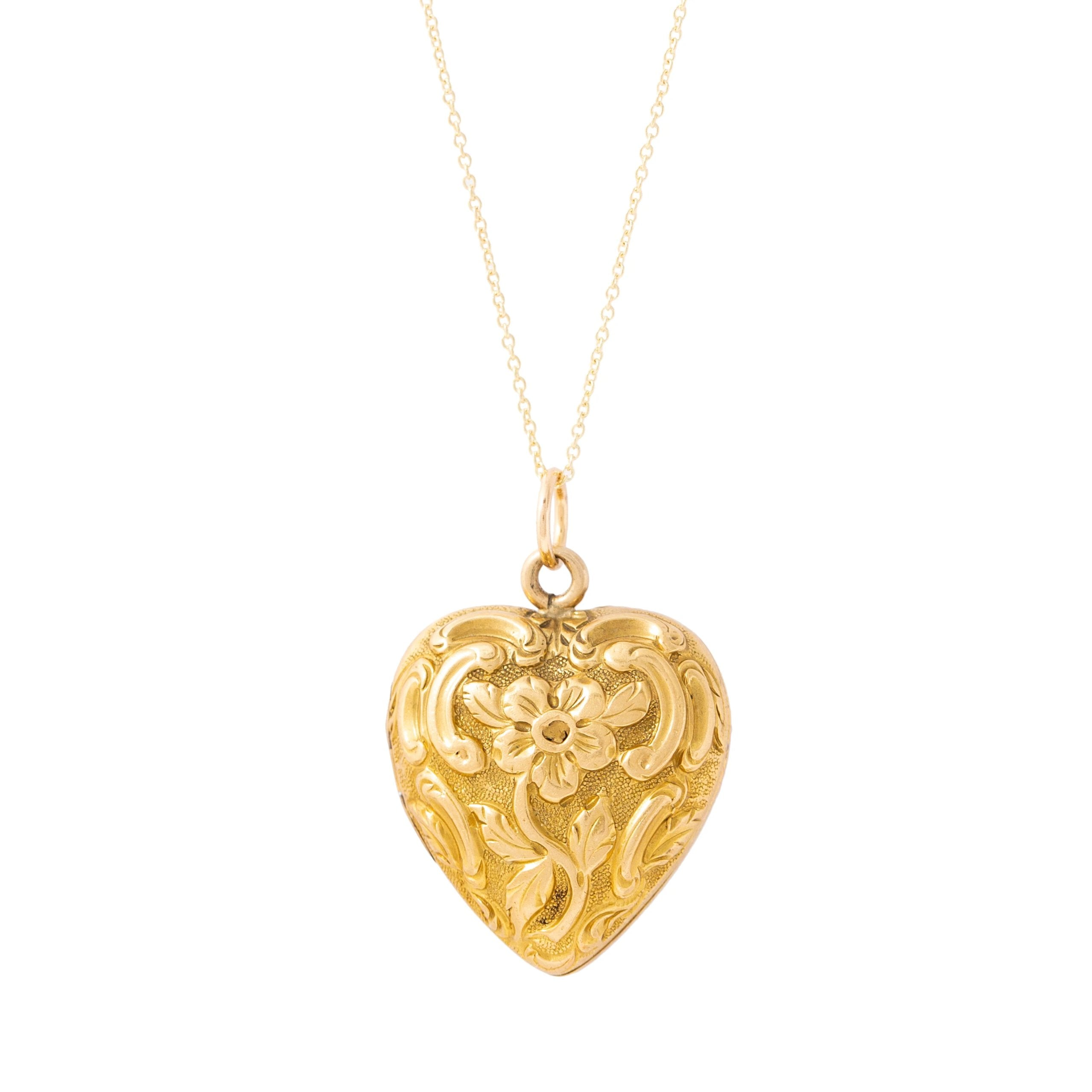 Art Nouveau Floral Repousse 18k Yellow Gold Heart Locket
