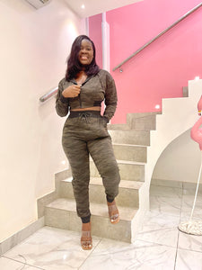 Fashionova leading in camo crop jacket and jogger set