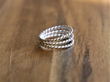 Load image into Gallery viewer, Beautiful 3 Band Twist Toe Ring - Ocean Gypsy NZ