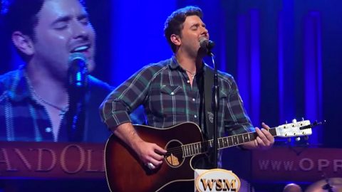 Chris Young NAILS 'Don't Close Your Eyes' Cover