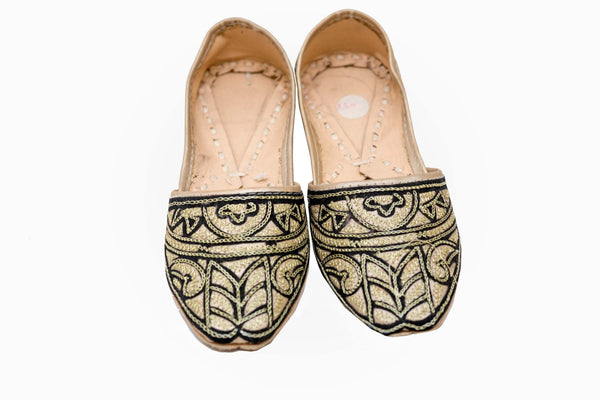 Woman's Handmade Khussa Shoe - Trendz & Traditionz Boutique