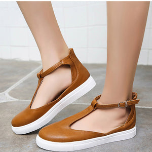 CLOSED TOE SANDALS IN BROWN