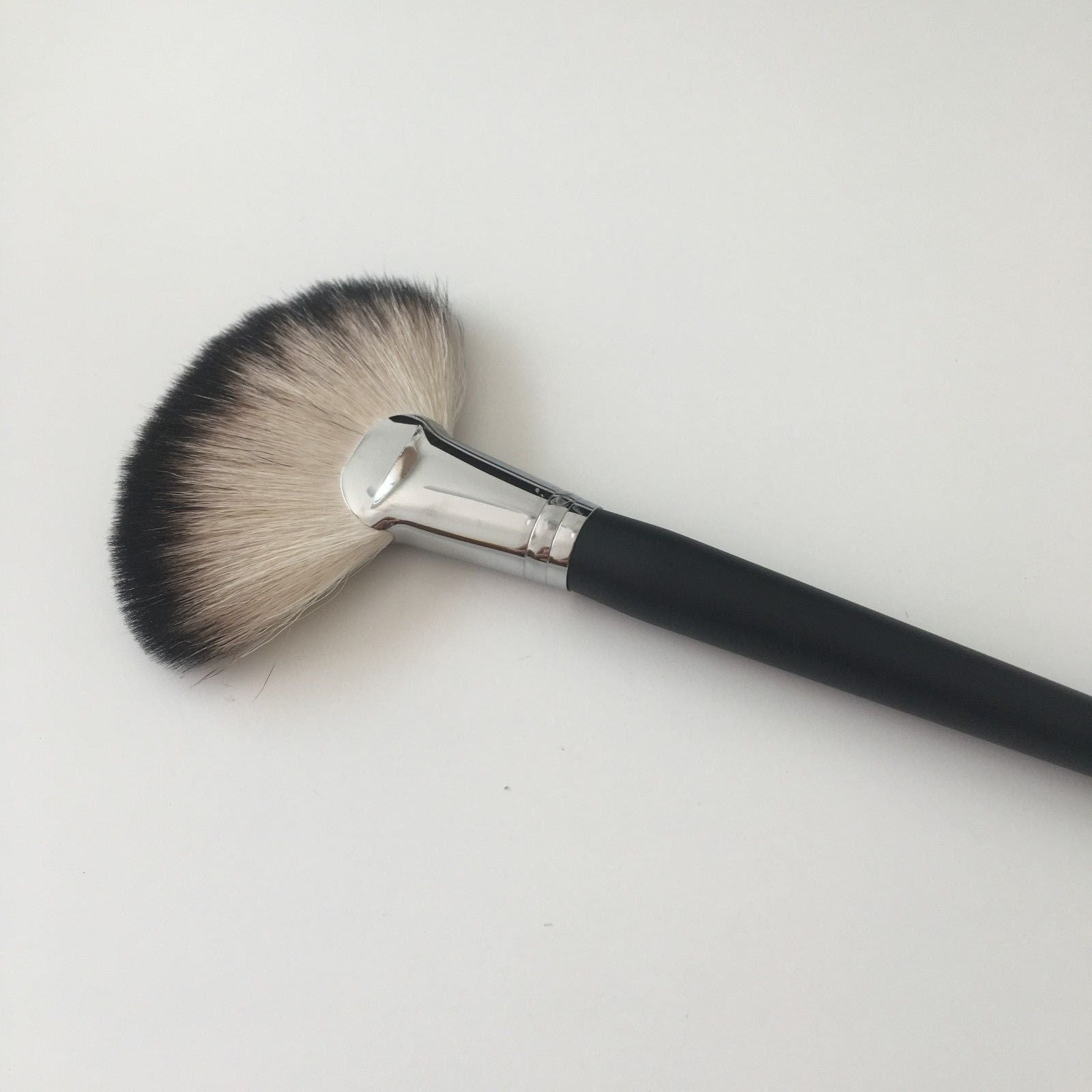 Piccasso Large Natural Hair Fan Highlighter Makeup Brush