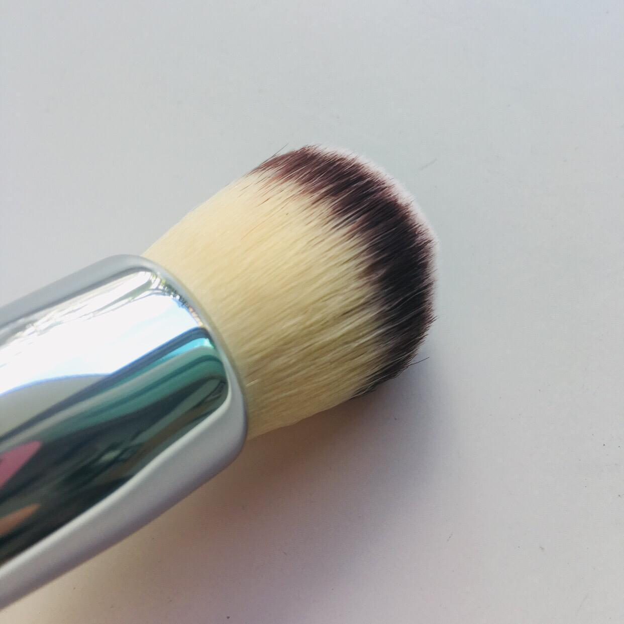 IT Cosmetics Love Beauty Fully Buffing Mineral Powder Brush #206