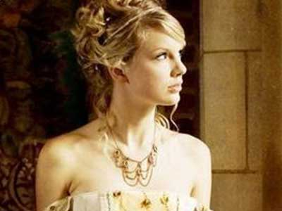 Taylor Swift's iconic balcony look from her song Love Story