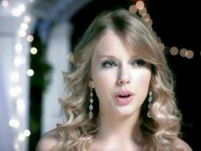 Taylor Swift in statement earrings in You Belong with Me