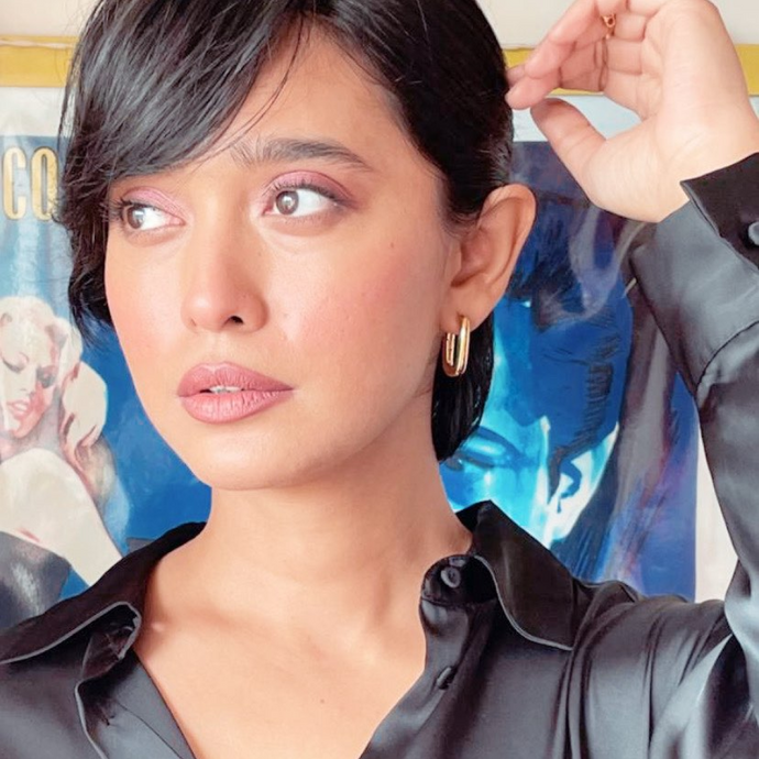 Sayani Gupta wearing Handmade U-shaped hoop earrings plated with 18k gold from Tanzire