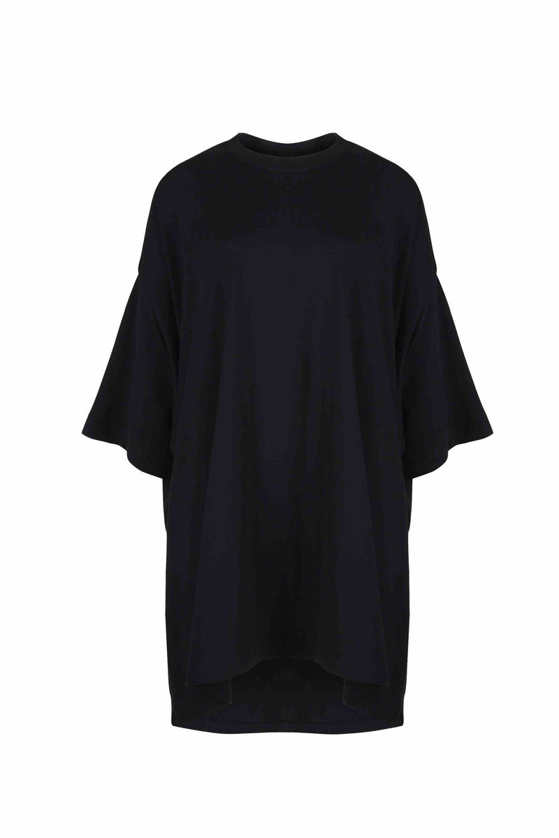 Front view of Women Oversized Single T-Shirt, made with Organic Cotton in Black