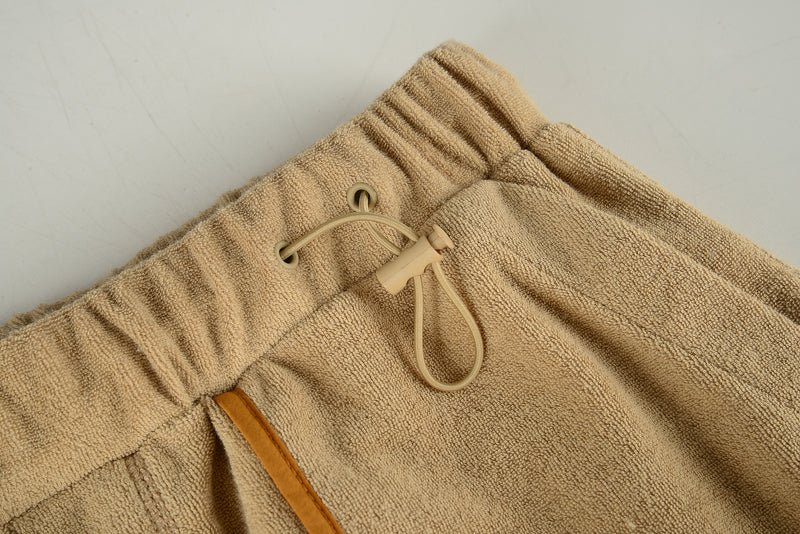 Men Line Detailed Terry Shorts in Beige (Detail)