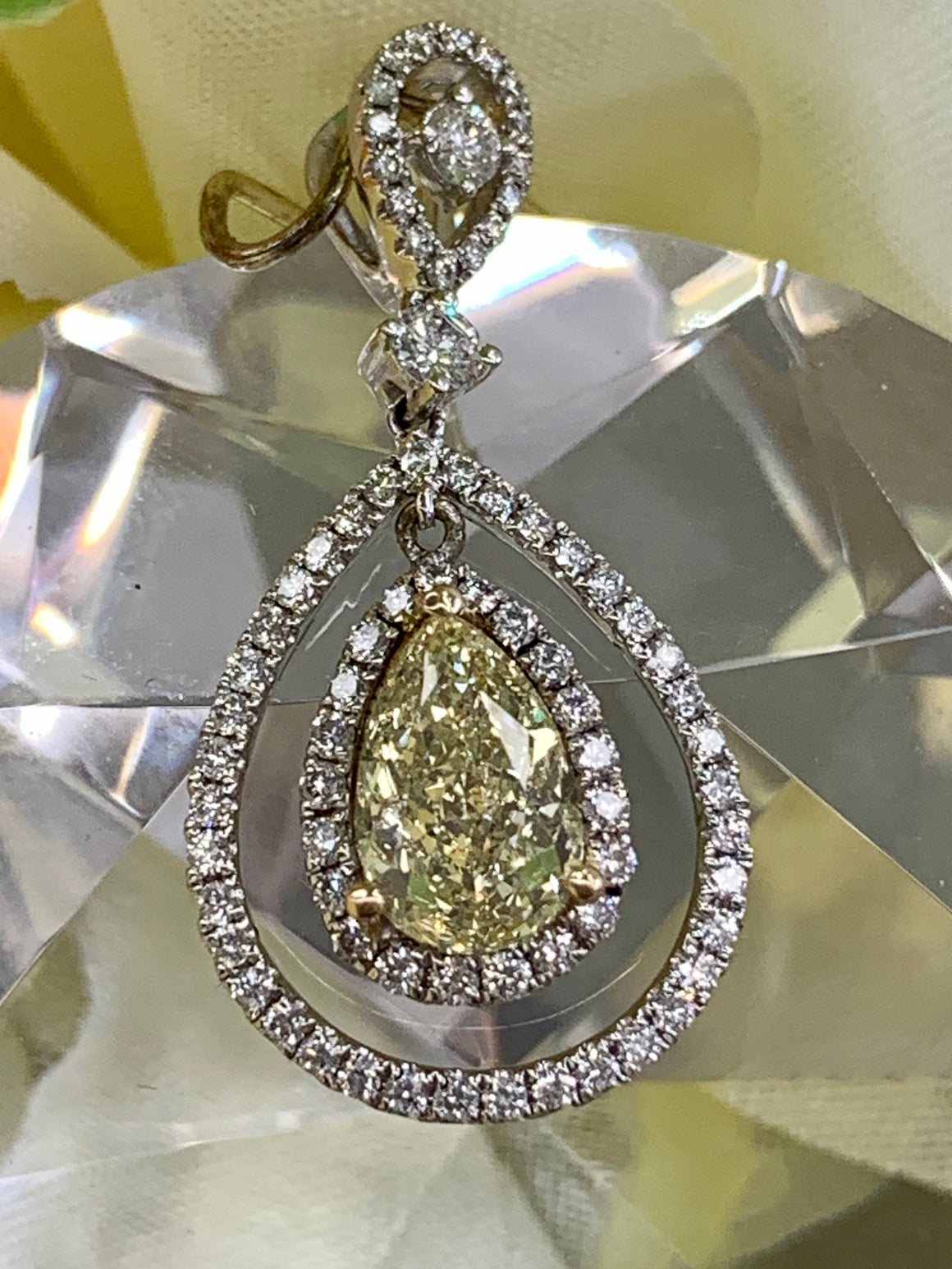 18k White Gold and Fancy Yellow Diamond