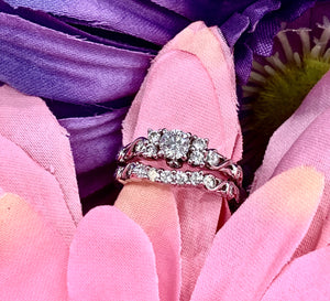 Vintage look, floral design 1ct total weight diamond wedding set