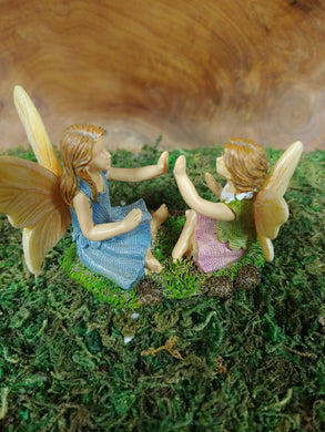 Fairy friends playing Pattycake - MG418  -  Fairy Garden