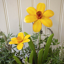 Load image into Gallery viewer, Metal Daffodil Garden Stakes for Garden | 3-D | 2 sizes Tall