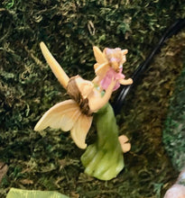 Load image into Gallery viewer, Fairy Garden Fairy | Mom holding her daughter in the air |  |Miniature Supply Accessories First flight MG358