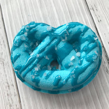 Load image into Gallery viewer, Knot-a-Pretzel Bath Bomb Hand Mold
