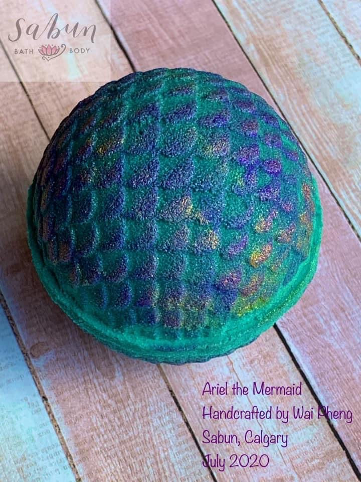 Round Scalloped Mermaid Egg Bath Bomb Hand Mold