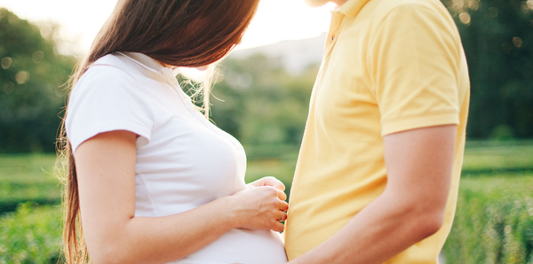 pregnant woman and husband, expectant couple, outdoors