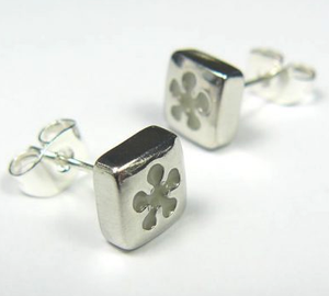 White Daisy Earstuds sold on behalf of Koa Jewellery