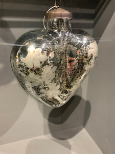 ANTIQUE SILVER ETCHED HEART BAUBLE - MEDIUM