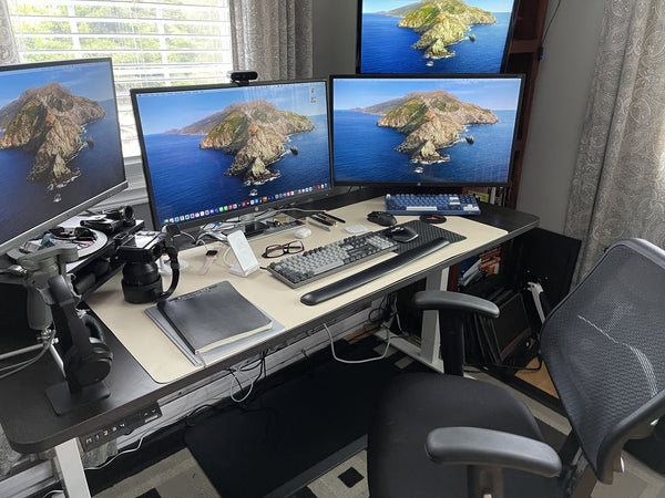 You can easily adjust the perfect height for your stand up desk with four monitors