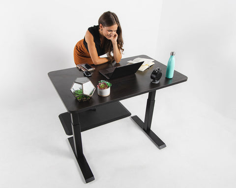 Electric Sit-Stand Desk with mat are perfect match from business women