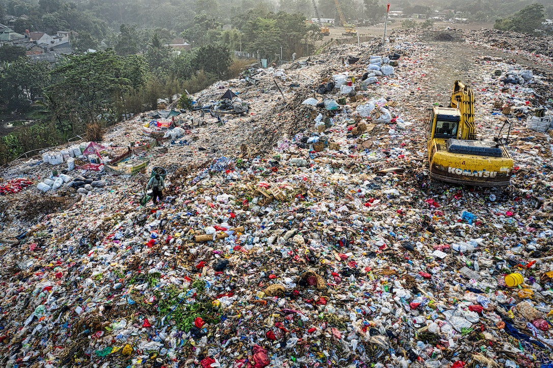 8 million tons of waste per year end up in oceans