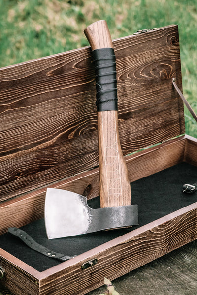 Sage Ulf axe in a leather case & wooden box