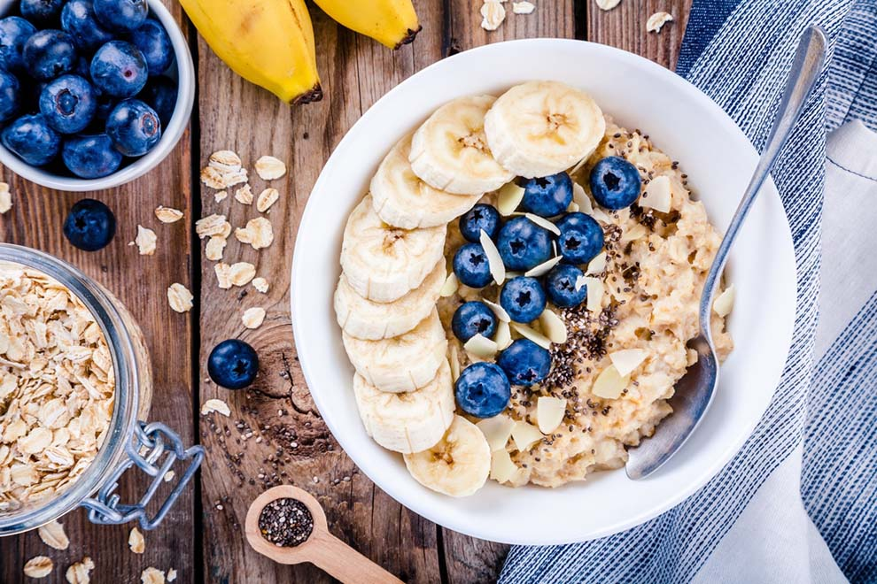oatmeal with bananas blueberries