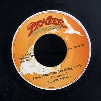 DENNIS BROWN [Look What You Are Doing To Me / Comma Comma]