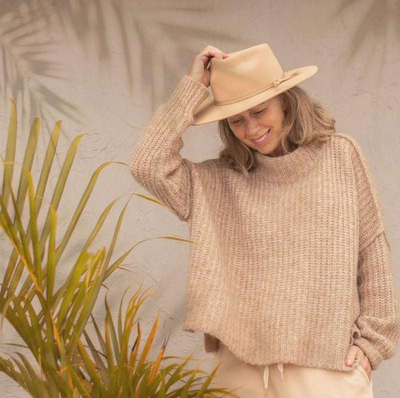 Sooziestyle wears the Cocoon Oversized Knit in Camel