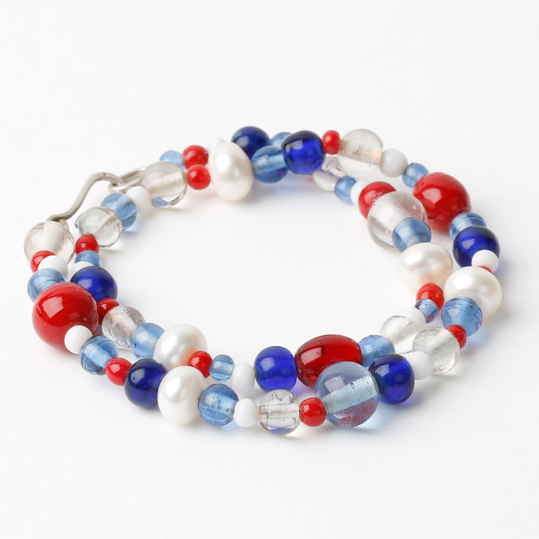 Daisies Pearls Blue Red White