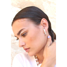 Laden Sie das Bild in den Galerie-Viewer, Melt faux hoop earring