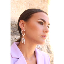 Load image into Gallery viewer, Lavender pearl drop earrings