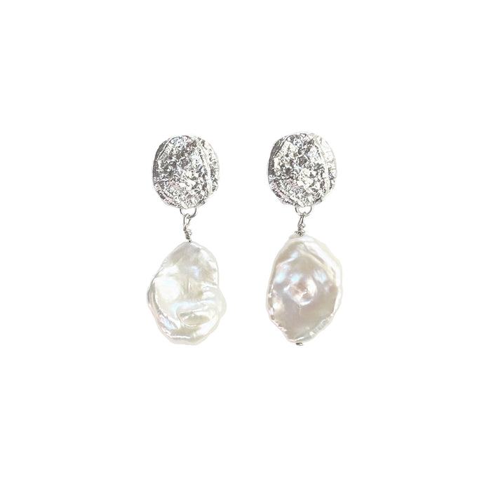 Moon pearl earrings