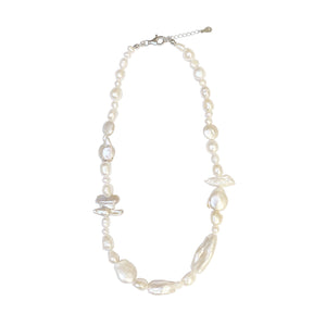 Party pearl necklace