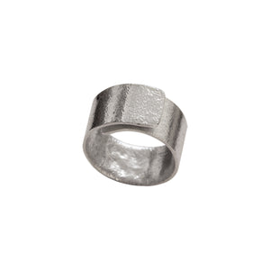 Sculpted overlay ring