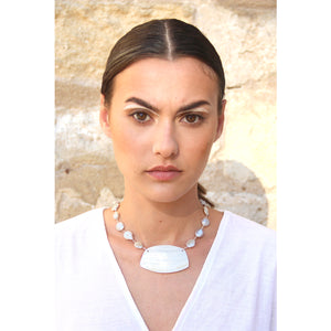 Sculpted shell pearl necklace