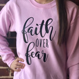 Sweat Jésus Femme Faith Over Fear - La Foi au Dessus de la Peur rose