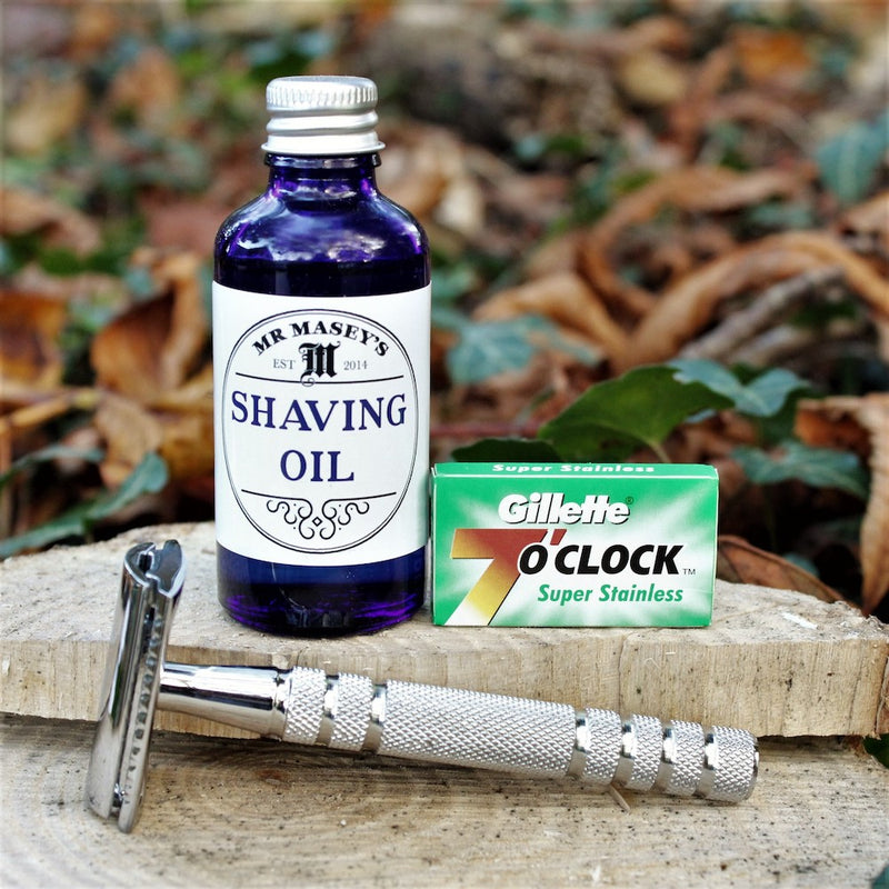 Shaving kit with razor, blades and Shave Oil