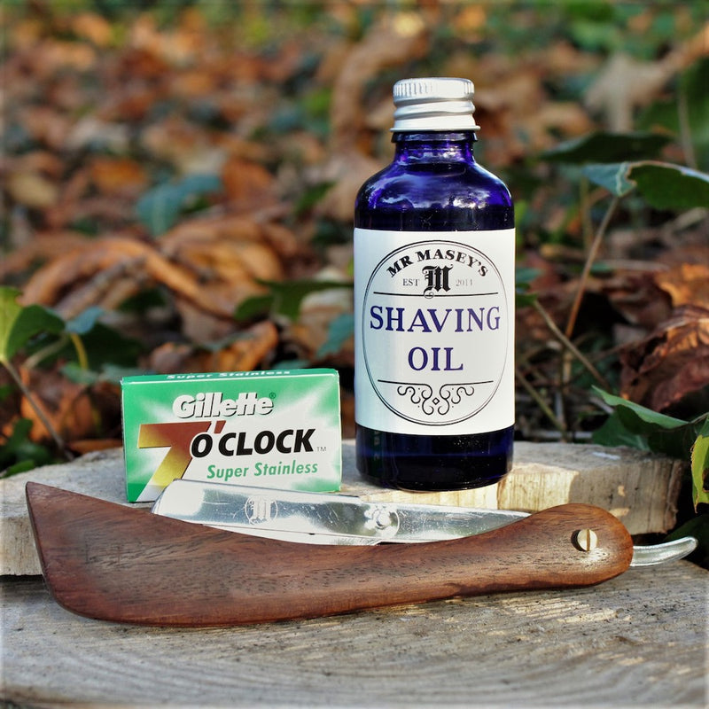 Shaving kit with shavette razor, blades and oil
