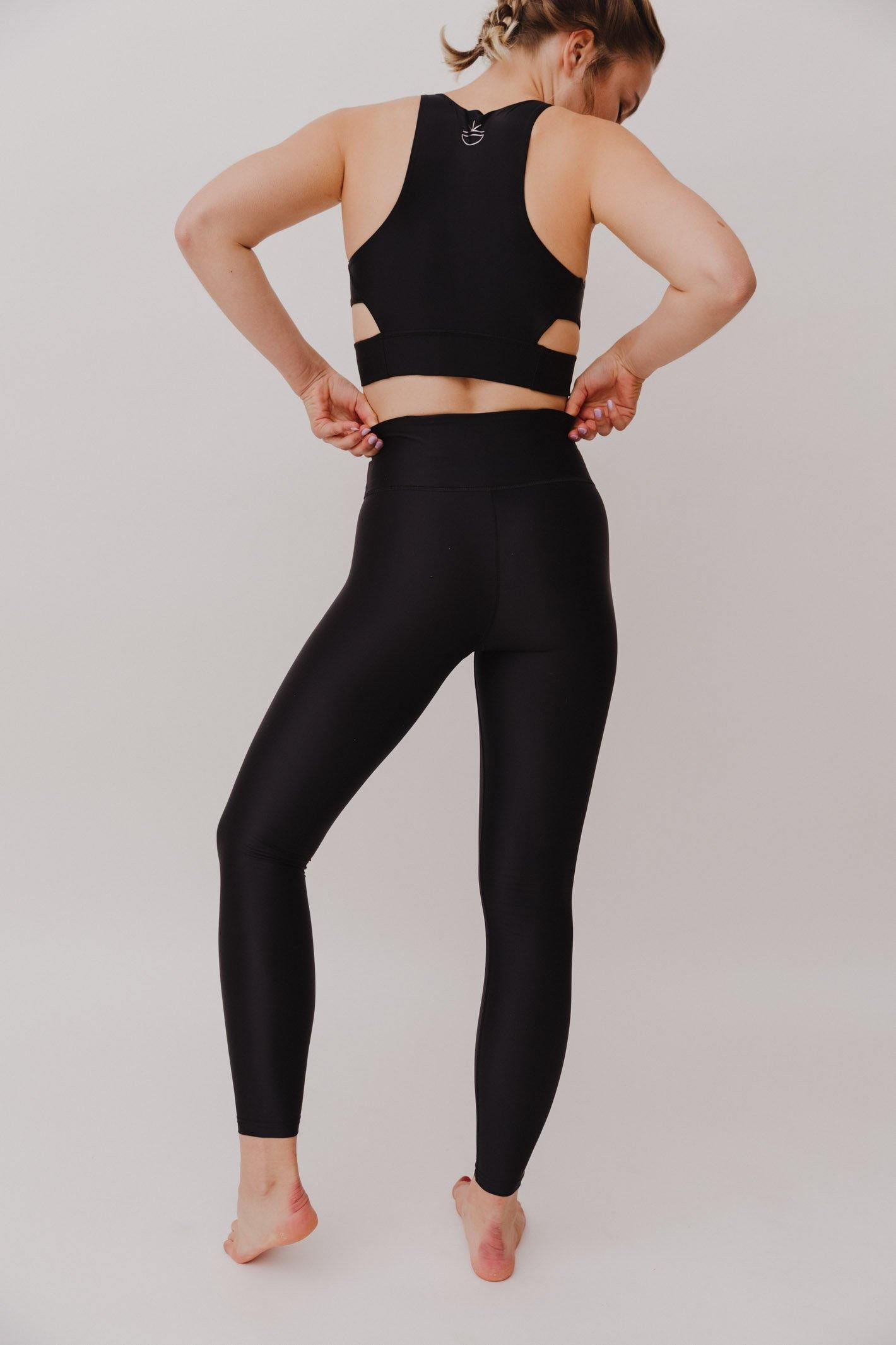 BESONNEN Walk Free Leggings - Color:Schwarz