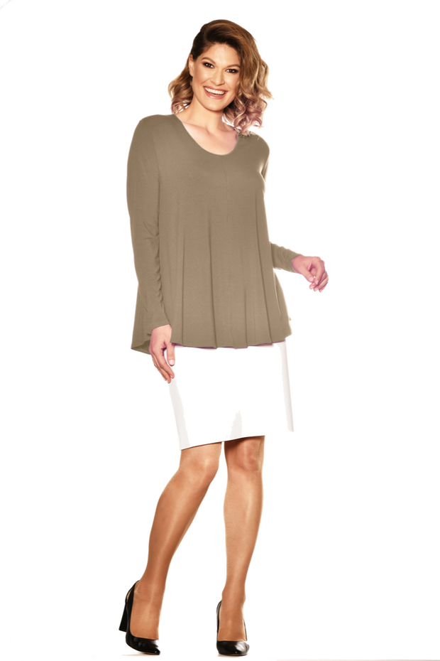 7832 - Scoop Neck Long Sleeve Swing Tunic