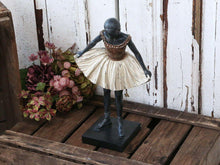 Laden Sie das Bild in den Galerie-Viewer, Alexandra - Ballerina Nostalgie Statue - Petra Wurzinger Petra Home Collection